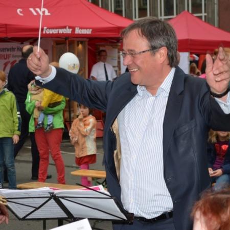 Armin Laschet gibt den Takt vor – in der CDU-Fraktion genauso wie bei seiner Stippvisite auf dem NRW-Tag.
