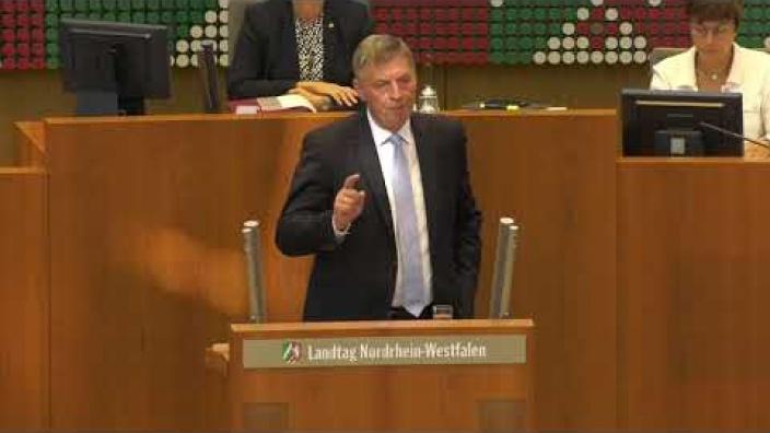 der_fraktionsvorsitzende_bodo_loettgen_zum_thema_demokratie